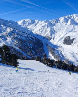Skifahren im tief verschneiten Zillertal in 3 tollen Skigebieten